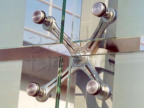 Спайдерные системы остекления фасадов